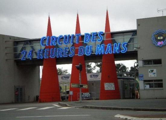 Le Portail d'entrée du circuit du Mans