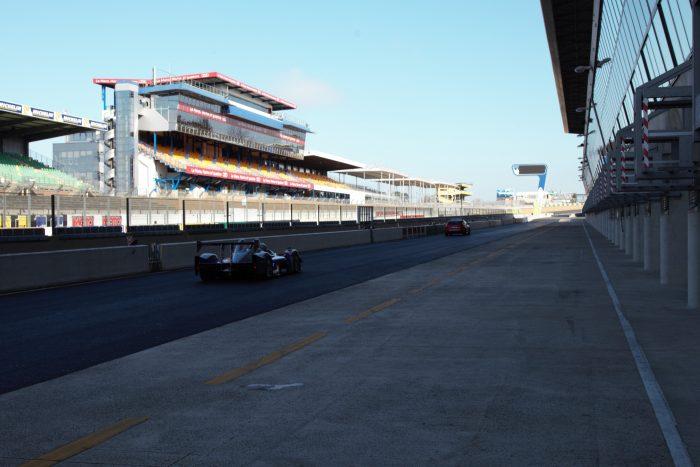 Pit lane du circuit du Mans