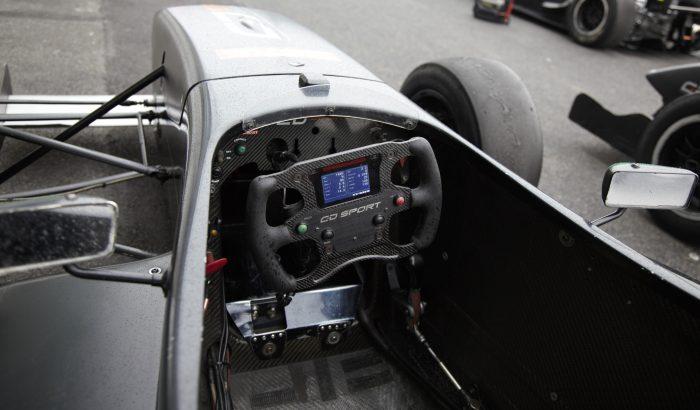 Le cockpit de la FR2.0 de CD Sport