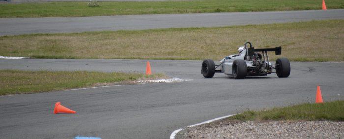 En action au volant de la F3 sur le circuit d'Abeville avec Pilotage Stadium