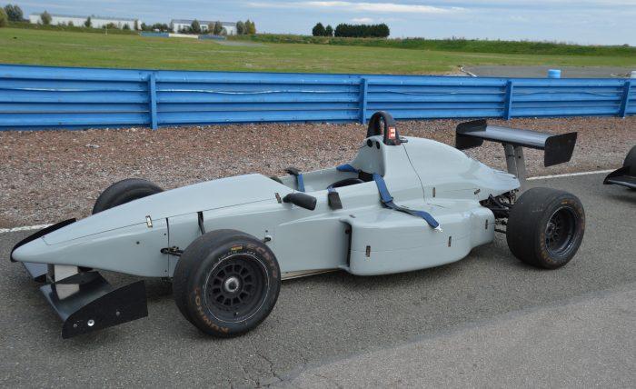 Une F3 Martini utilisée par l'école Pilotage Stadium sur le circuit d'Abbeville